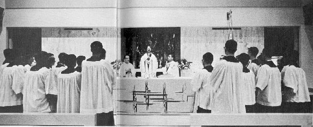 chapel mass sm 69.jpg (37097 bytes)